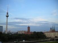 Fernsehturm und rotes Rathaus